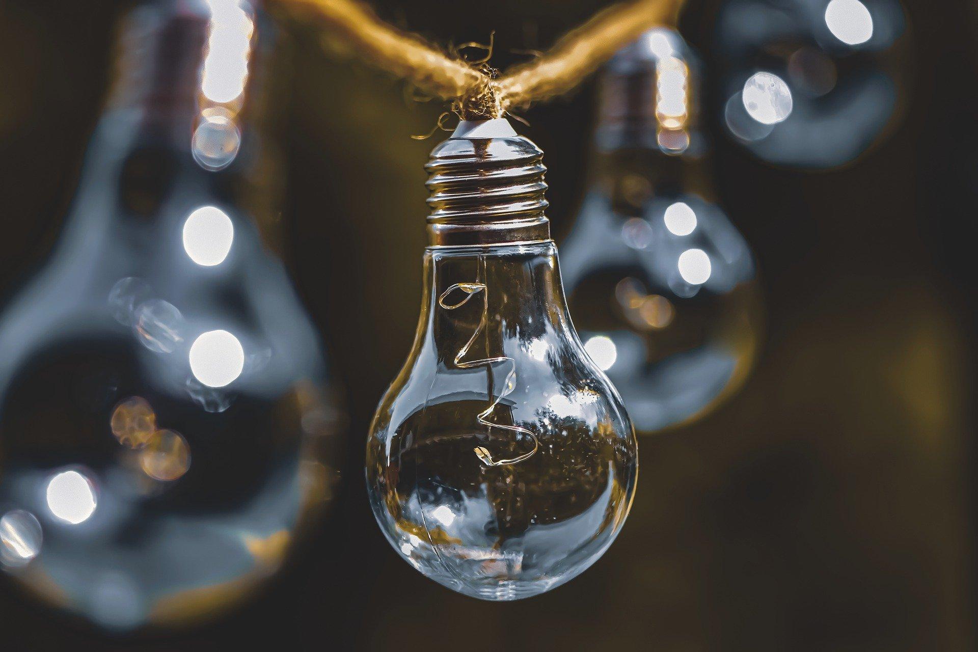 light-bulb-5318664_1920